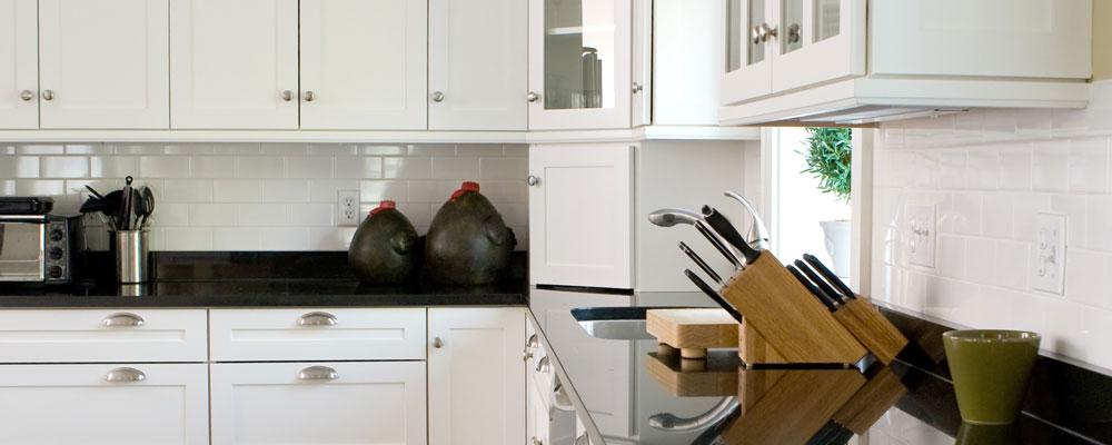 Armoires de cuisine cuisiversions cuisines et salles for Dessus comptoir salle de bain